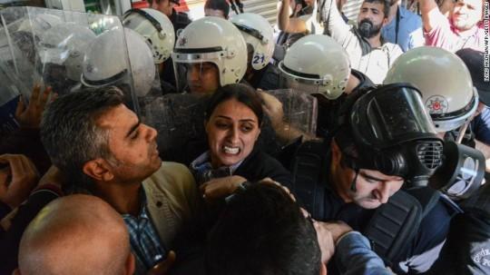 161026172216-03-turkey-kurdish-protest-exlarge-169